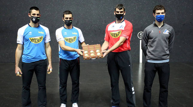 Foto de los pelotaris Jon Ander Albisu, Asier Agirre, Joseba Ezkurdia y Julen Martija.