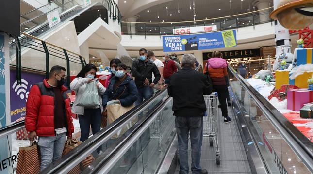 Escaleras mecánicas del centro comercial de la Morea durante el pasado Black Friday, celebrado el 27 de noviembre.