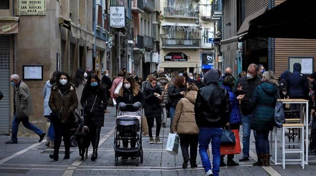 Ambiente de compras en las calles del casco viejo de Pamplona