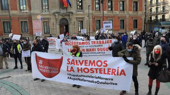 Manifestación de hosteleros y taxistas en Pamplona. CORDOVILLA