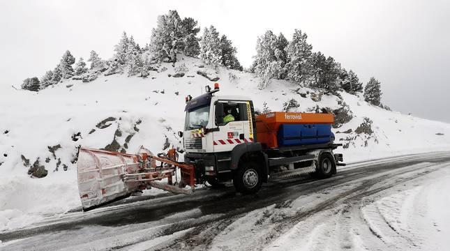 Municipios del Pirineo navarro amanecen con la primera nevada de la temporada