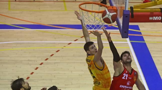Foto del partido entre Basket Navarra y Gran Canaria disputado en Arrosadía.