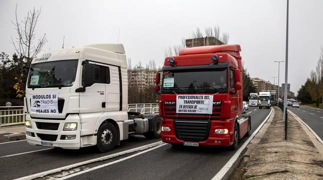 Imágenes de las protestas de camioneros navarros contra las medidas fiscales anunciadas