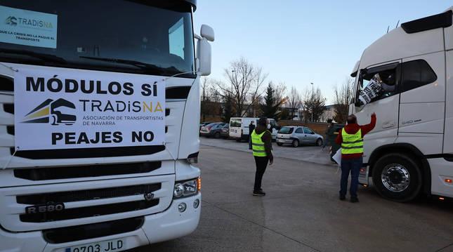 Camioneros en la Ciudad del transporte antes de dar inicio a la marcha de protesta.