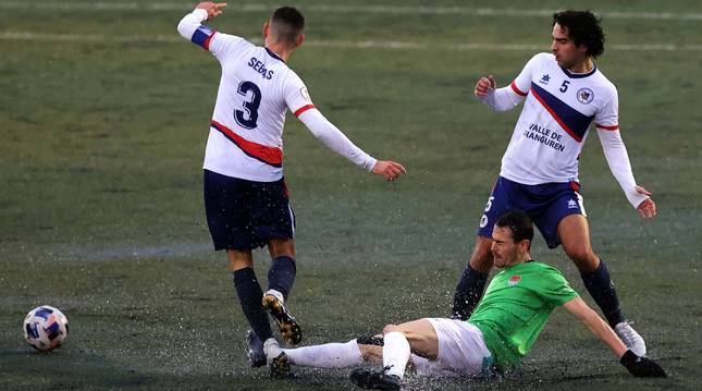Foto del partido entre la Mutilvera y el Haro Deportivo, de Segunda División B.