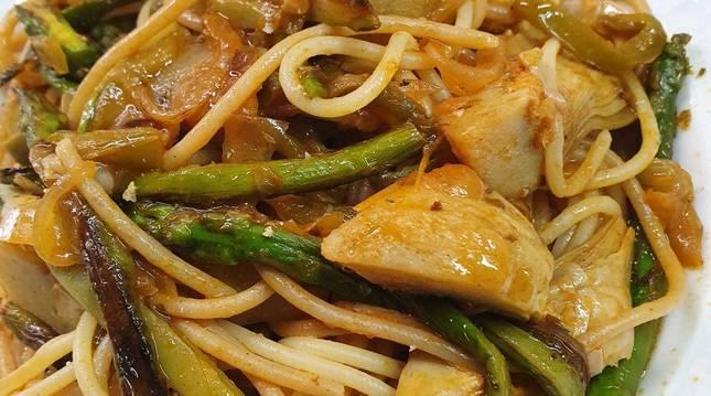 Ésta es una de las tres recetas con espaguetis integrales de hoy