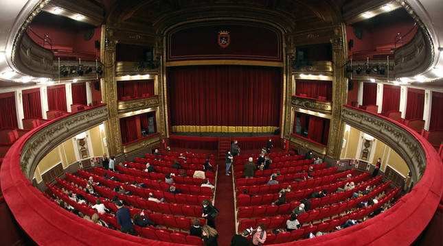 foto de Asistencia de público al teatro Gayarre con medidas de aforo reducido