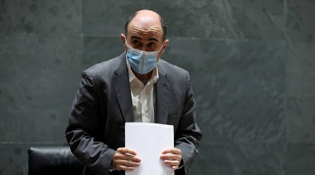 Foto de Manu Ayerdi, en una comparecencia reciente en el Parlamento.