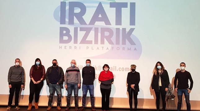 Miembros de Irati Bizirik, en la presentación de ayer en Aoiz.