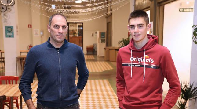 Foto de José Luis, de 49 años, es director en el equipo Movistar Team, e Igor, de 18, acaba de fichar por el Lizarte.