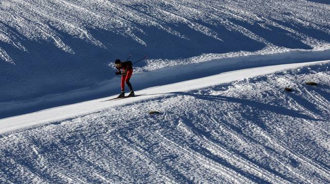 Los aficionados a los deportes de invierno pudieron disfrutar de la nieve con el primer día de las instalaciones este domingo 20 de diciembre.