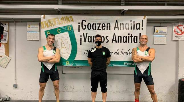 Iñaki Domínguez (izda) y Mikel Muniáin (dcha.), en Anaitasuna.
