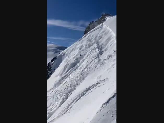 Un esquiador, engullido por un alud en Astún