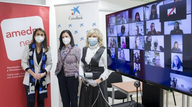 Isabel Moreno, Cristina Sotro y María Caballero, junto a las 11 mentorizadas, conectadas a través de la aplicación Zoom.