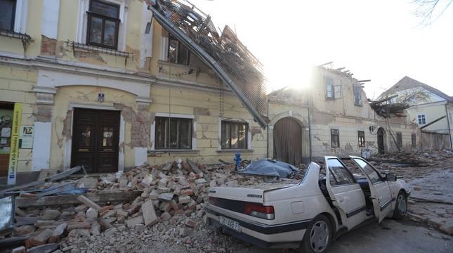 Destrozos tras el terremoto con epicentro en la ciudad de Petrinja, en Croacia.