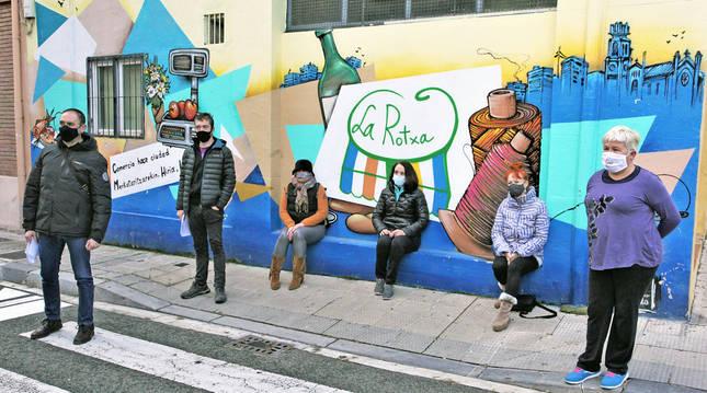 """Los comerciantes de la Rochapea afirman sentirse """"maltratados"""""""