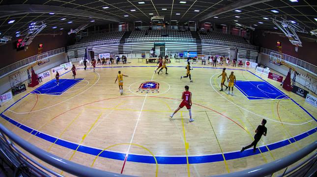 Imagen de las gradas de Arrosadía vacías durante un Basket Navarra y Pardinyes.
