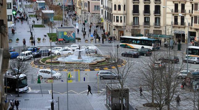 Pamplona es el municipio que más habitantes ganó el pasado año: 2.291. En la foto, vista general de la avenida Carlos III.