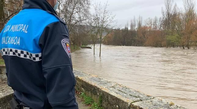 Policía Municipal cierra las pasarelas del Club Natación