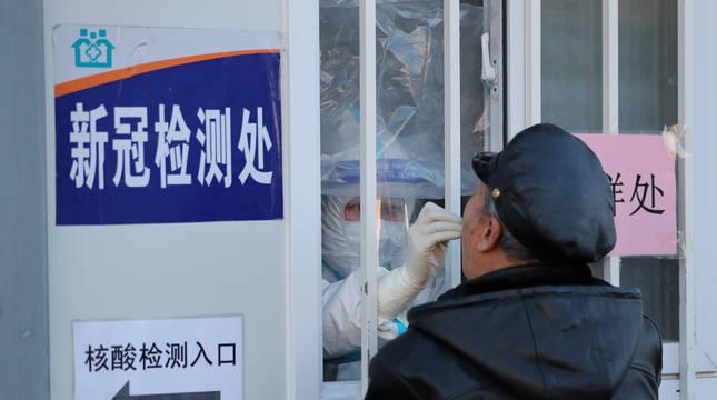 China aprueba su primera vacuna anti-covid con vistas a distribuirla gratis