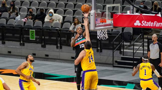 Foto del partido entre Los Angeles Lakers y San Antonio Spurs (103-109).