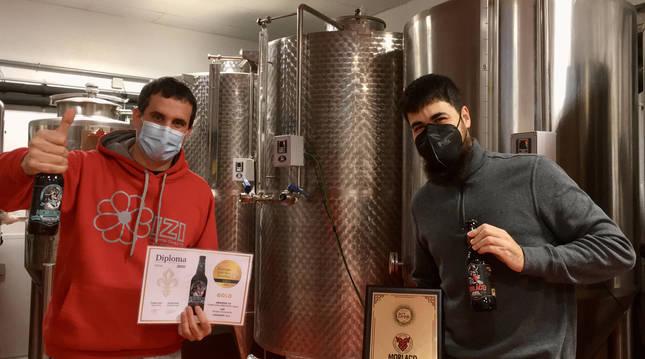 Foto de Asier Aguirre Lecea y David Salinas Lizaso, los dos socios y fundadores de Pamplona Brewing SL.