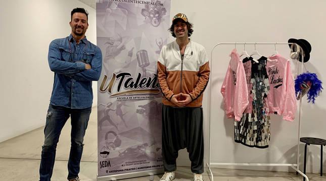 Foto del actor Pablo Puyol y el director de la Escuela de Artes Escénicas Utalent Tito Almazán.