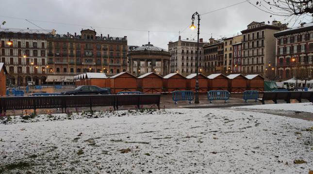 Foto de nieve en la Plaza del Castillo de Pamplona.