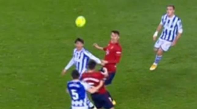 El VAR vuelve a pasar por alto un penalti a favor de Osasuna