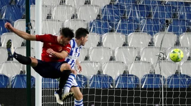 Imágenes del partido entre la Real Sociedad y Osasuna en el Reale Arena de San Sebastián.