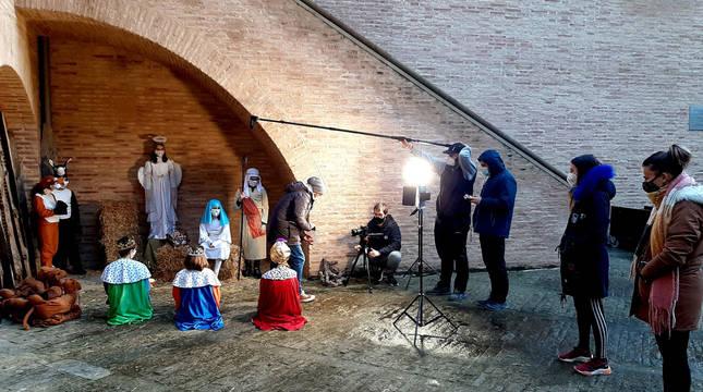 Momento de la grabación de una de las escenas donde se recrea el portal de Belén en el castillo.