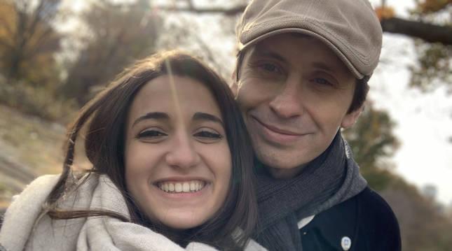 Foto de la pamplonesa Paula Andión Zabalza y el estadounidense Bill Hillmann.
