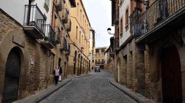 Foto de una calle de Artajona.