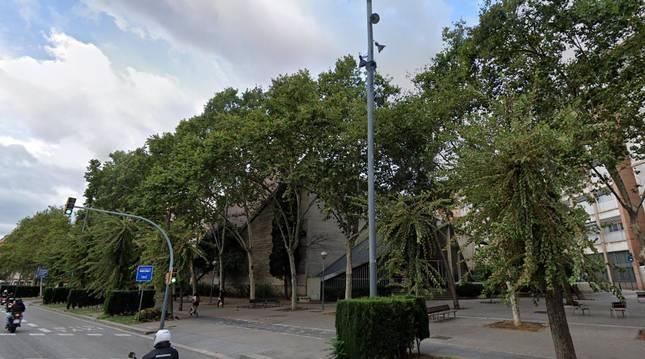 Exterior de la parroquia Don Bosco de Navas (Barcelona).