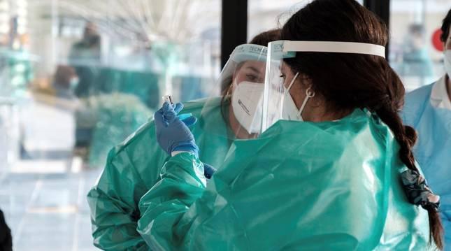 Foto del momento del primer acto de vacunación en el área de salud de Ibiza y Formentera el 4 de enero.