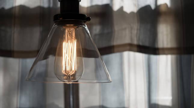 El precio de la luz se dispara un 30% en una semana.