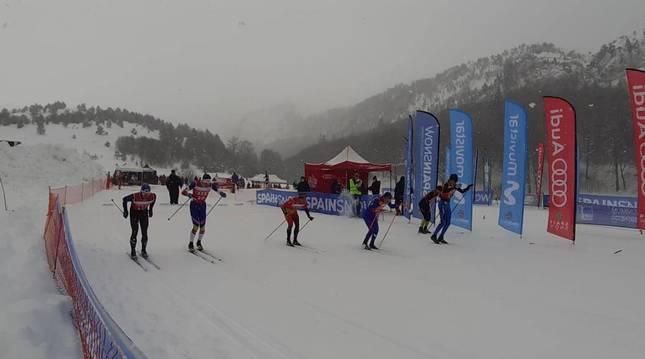 Las pruebas de sprint ayer en Linza se desarrollaron bajo una nevada que fue creciendo en intensidad.