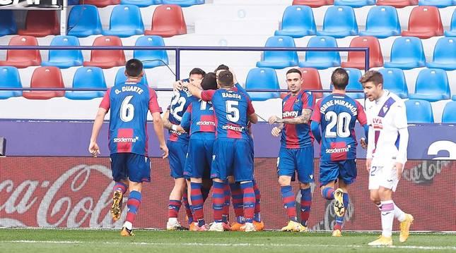 Los jugadores del Levante celebran uno de los goles frente al SD Eibar en el Ciutat de Valencia.