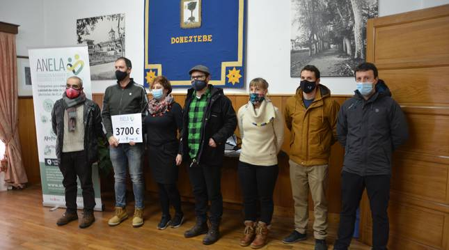 Autoridades, representantes de Anela y de colectivos implicados de Santesteban en la campaña.