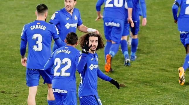 Marc Cucurella celebra su gol contra el Elche.