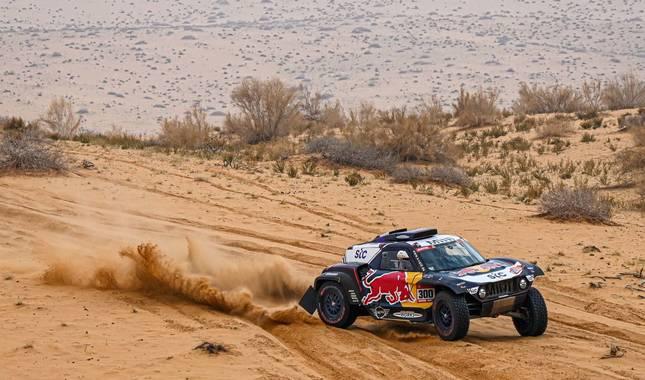 Foto del coche de Carlos Sainz en el Rally Dakar.
