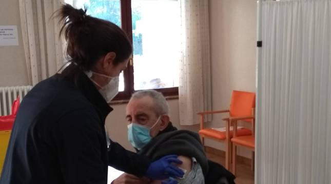 200 residentes de la clínica Padre Menni de Pamplona, vacunados este lunes