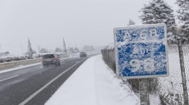 Nieve en la A-68.