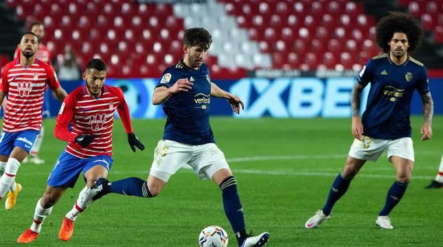 Imágenes del partido que enfrenta a Granada y Osasuna en el estadio Nuevo Los Cármenes