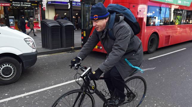 Boris Jonhson, en bicicleta.