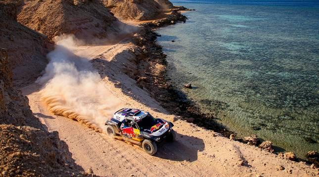 Foto del coche de Stéphane Peterhansel en el Rally Dakar.