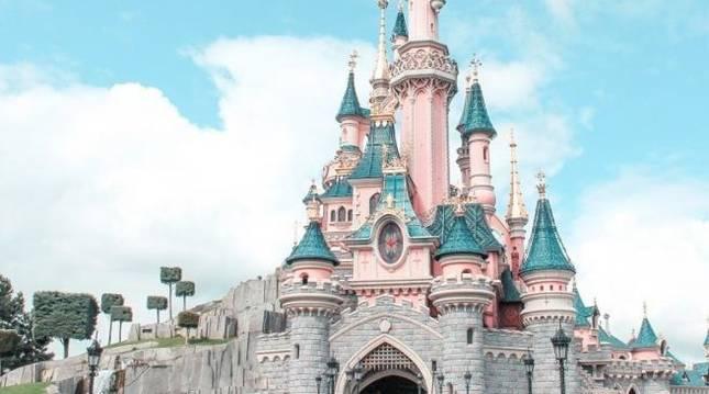 Castillo de la Bella Durmiente en Disneyland en California (Estados Unidos)