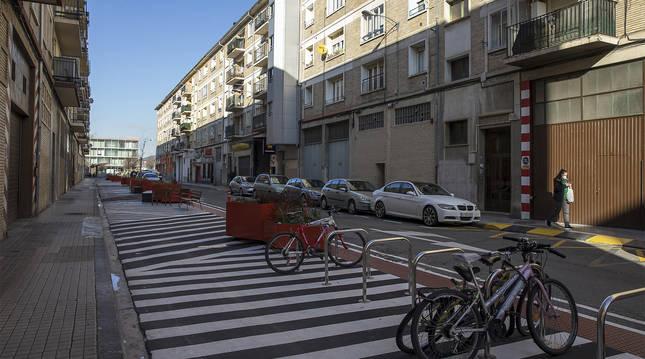 Tramo de la calle Doctor Juaristi en San Jorge tras las obras del corredor sostenible.
