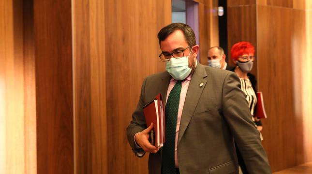 El vicepresidente Remírez, en los pasillos del Parlamento.