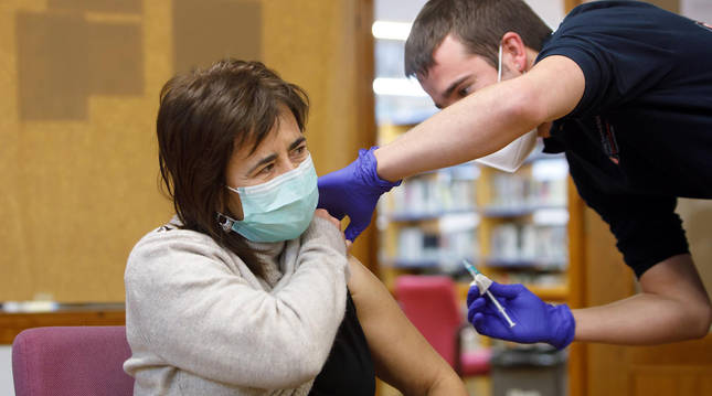 Comienza la vacunación a sanitarios y grandes dependientes en Etxarri-Aranatz y Alsasua